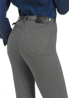 Παντελόνι γκρί σε ψηλό καβάλο και ίσια γραμμή.