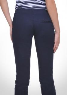 Παντελόνι μπλε, μεσαίο καβάλο σε στενή γραμμή.