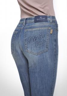 Παντελόνι denim μεσαίο καβάλο σε ίσια γραμμή και ειδική επεξεργασία.