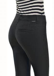 Παντελόνι μαύρο άτσεπο σε στενή γραμμή.