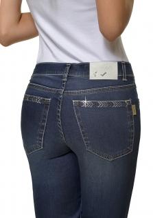 Παντελόνι ψηλοκάβαλο σε ίσια γραμμή, ελαφριά επεξεργασία και στόλισμα στις πίσω τσέπες
