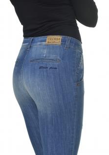 Παντελόνι DENIM σε μεσαίο καβάλο και στενή γραμμή.