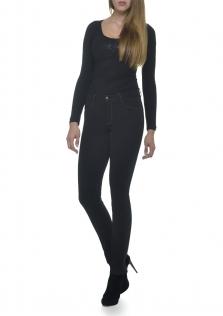 Παντελόνι μαύρο σε μεσαίο καβάλο και στενή γραμμή.